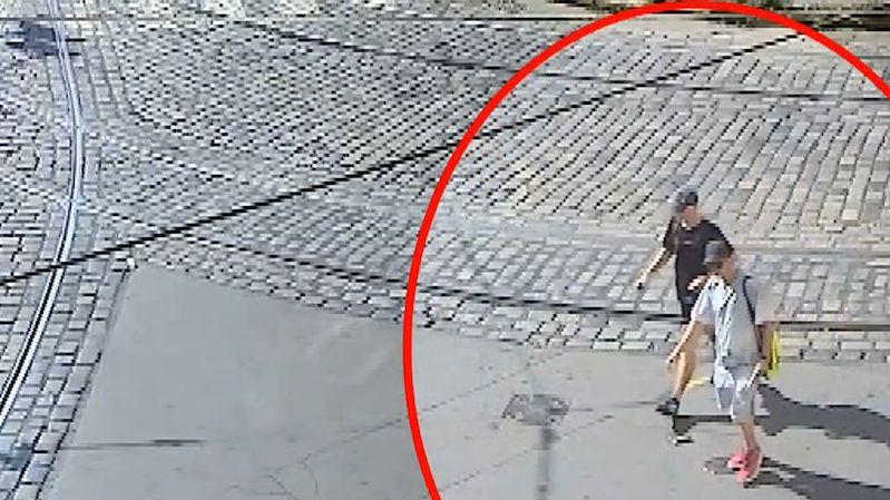 Pražští strážníci si nechali ukrást kola, když šli zahnat žízeň