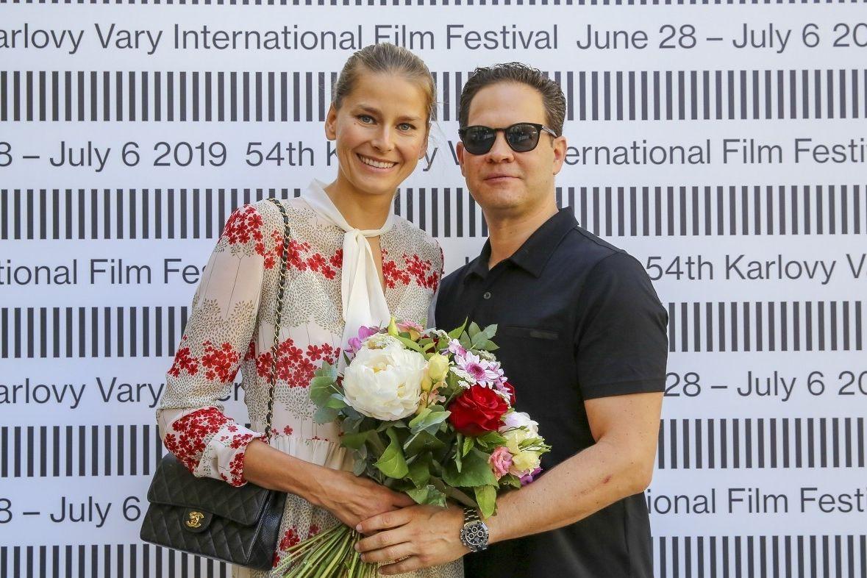 Modelka Hana Soukupová a její partner Drew Aaron.