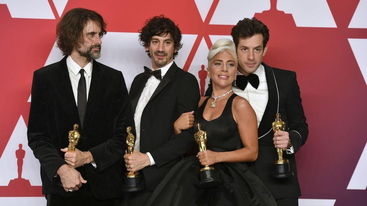Oscarová písnička Shallow je prý plagiát