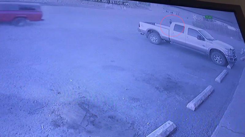 Šel vykrást obchod, jiný zloděj mu mezitím odjel s autem