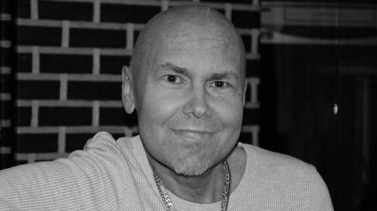 Zemřel zpěvák Petr Čejka