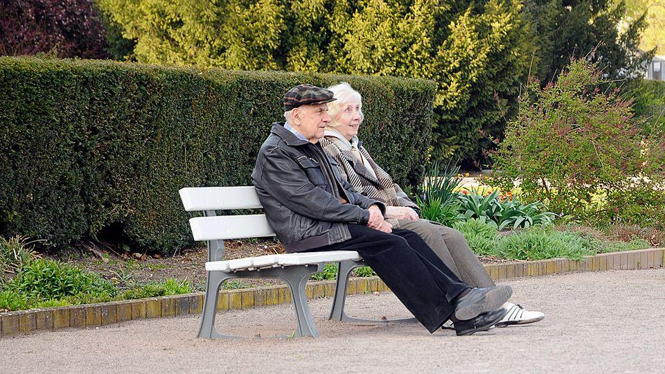 Důchody vzrostou od ledna průměrně o 797 korun