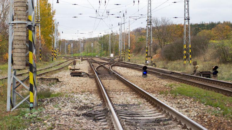 Přes hlasitou hudbu ve sluchátkách neslyšel vlak. Lokomotiva ho srazila