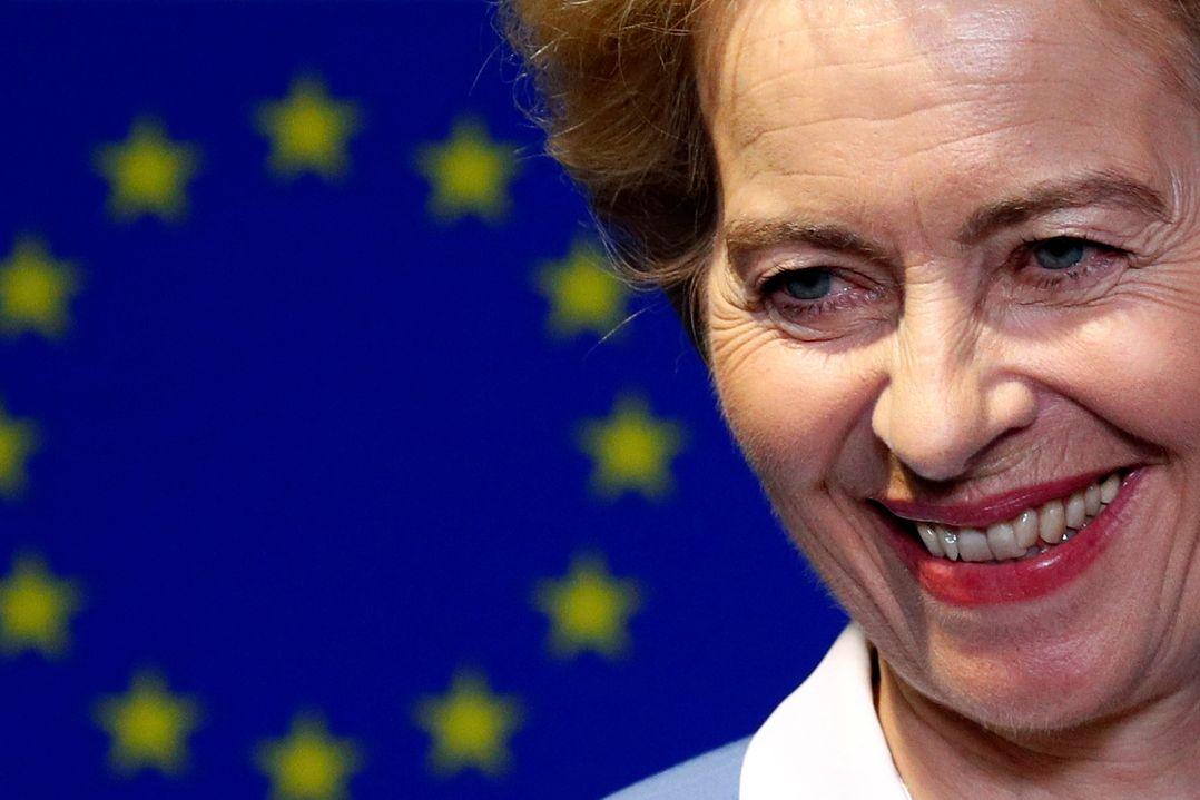 Ursula von der Leyenová na tiskové konferenci v sídle Evropského parlamentu.
