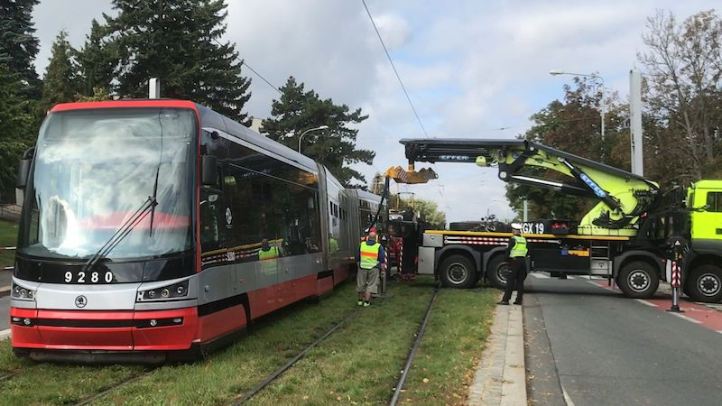 V Praze se během jízdy porouchal nejnovější typ tramvaje, podruhé za půl roku