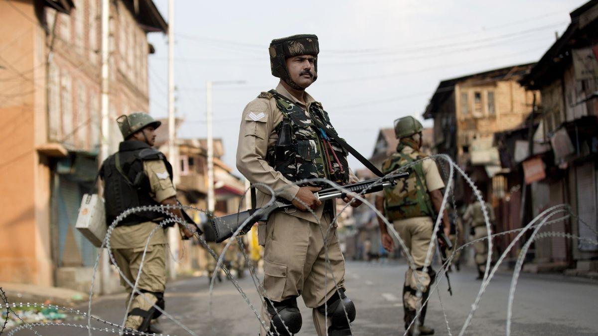 V Kašmíru zadrželi 500 lidí, Pákistán omezuje vztahy s Indií