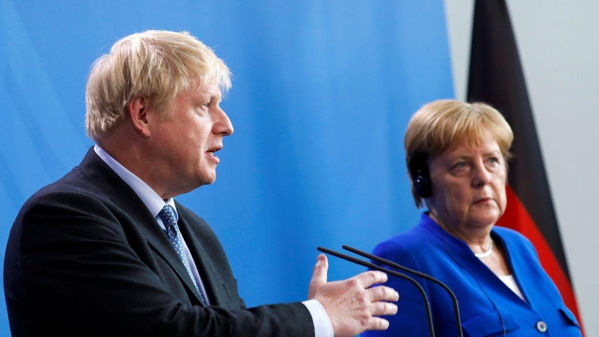 Johnson ostrouhal, ani Merkelová není ochotna zrušit irskou pojistku