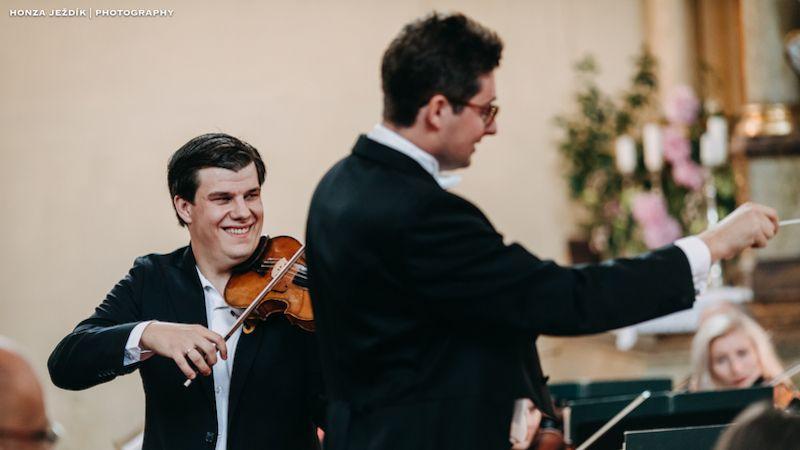 Velké přátelství houslisty Jana Mráčka aklavíristy či dirigenta Lukáše Klánského se zrcadlí vhudbě