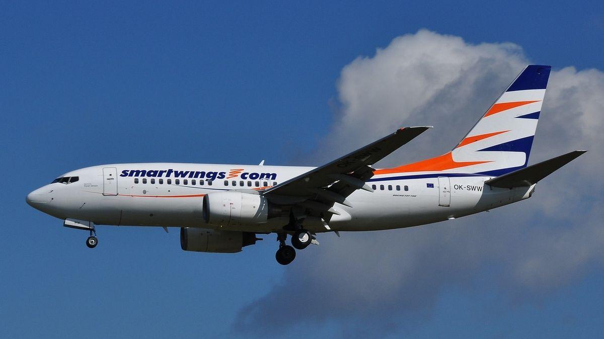 Letecký úřad řeší let Boeingu 737 s jedním motorem z Řecka do Prahy