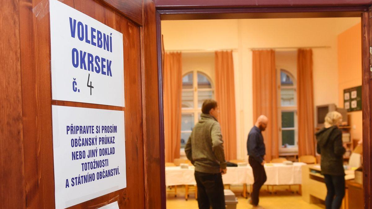 Petičními stánky Prahy sobě u volebních místností naštval Čižinský i své příznivce