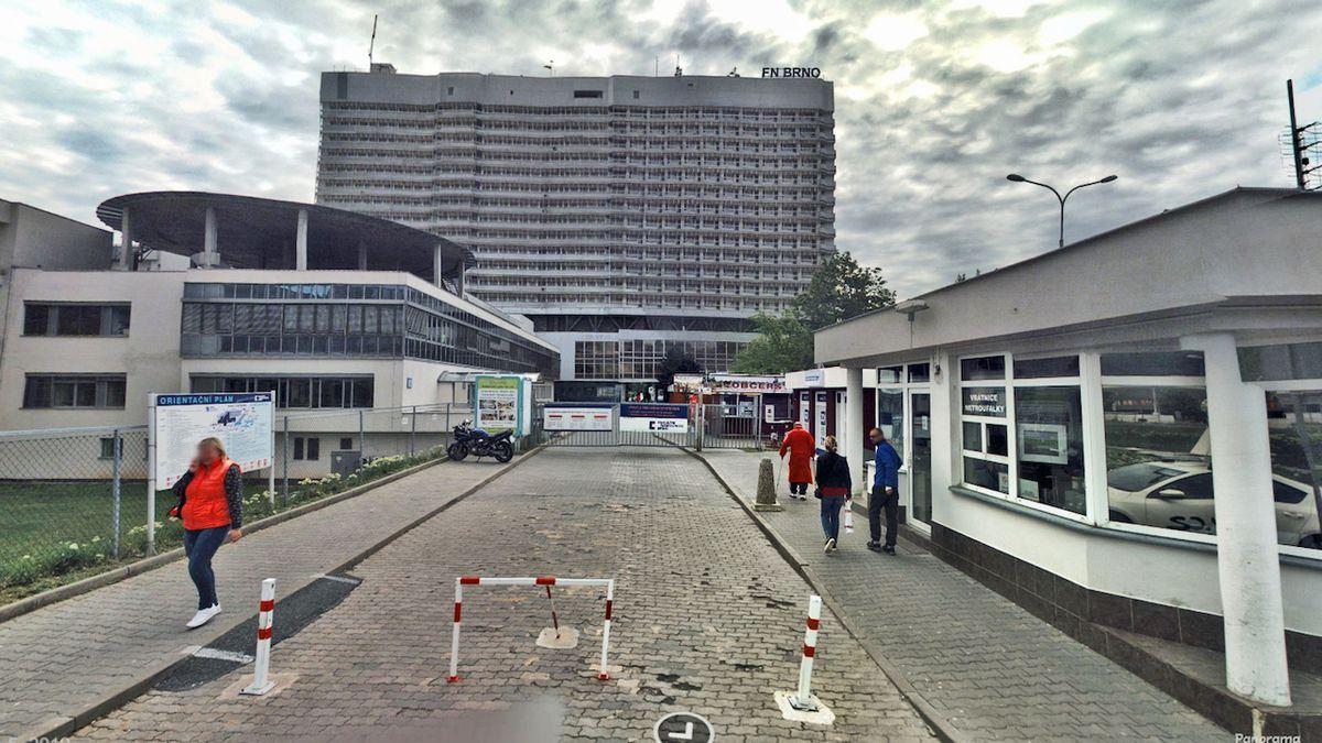 Ve FN Brno přibývá nakažených, provoz sálů se snižuje na polovinu