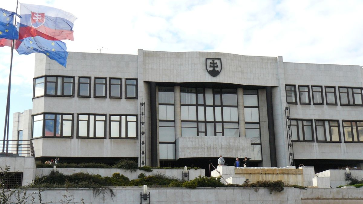 Národní rada Slovenska schválila novelu zvýhodňující očkované