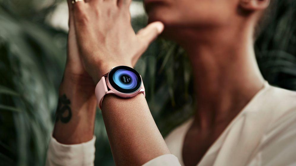 Umí toho víc než předchůdce. Chytré hodinky od Samsungu dorazily do Česka