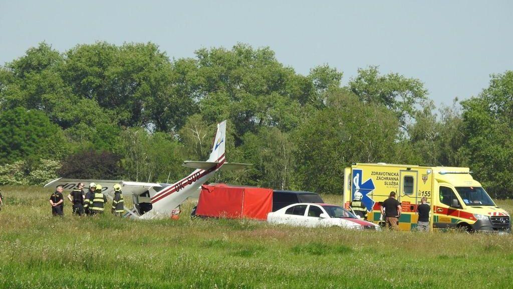Místo na letišti skončilo dvoumístné letadlo na Břeclavsku v kukuřici
