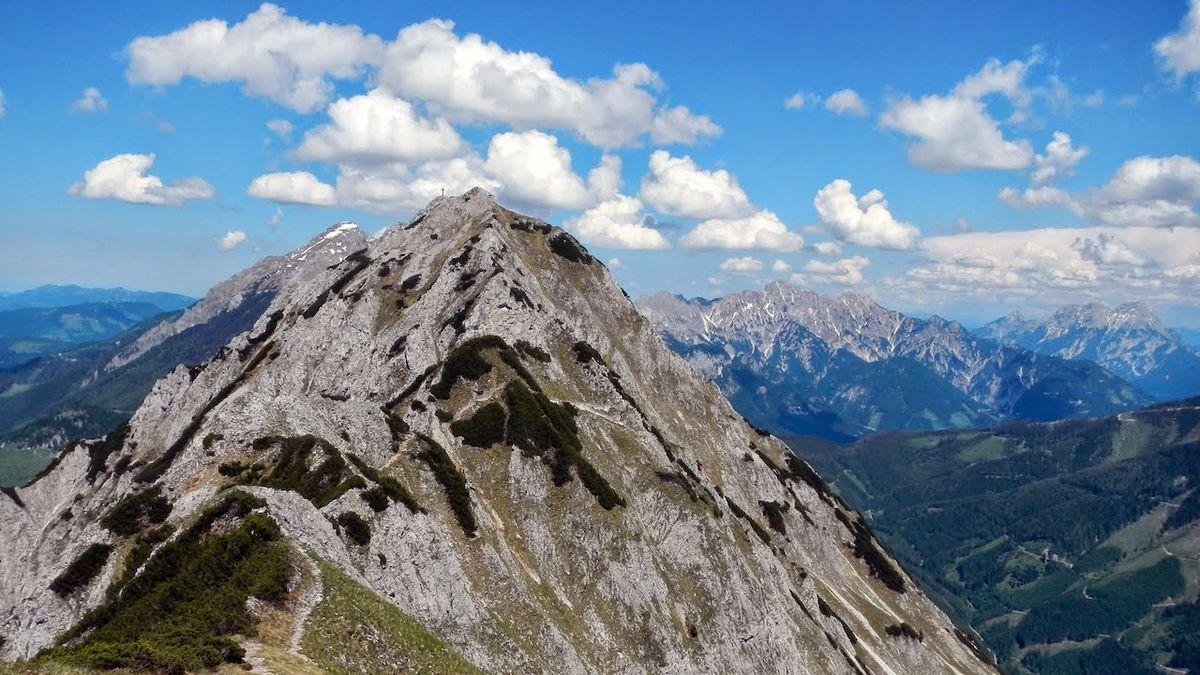 První letní naděje turistů: začnou Alpy a Tatry