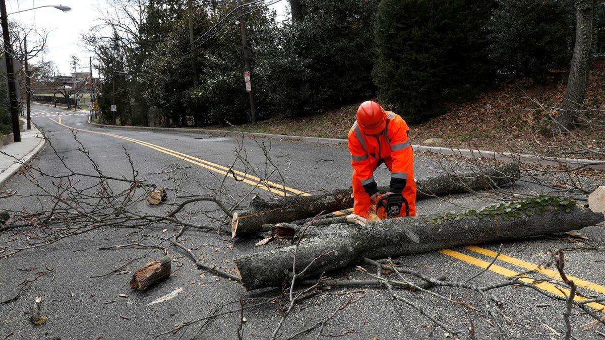 Jihem Spojených států se prohnala silná bouře, má nejméně dvě oběti