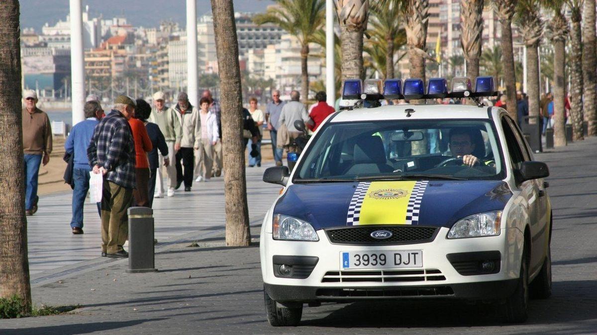 Úřady na Ibize najímají mezi cizinci covidové udavače