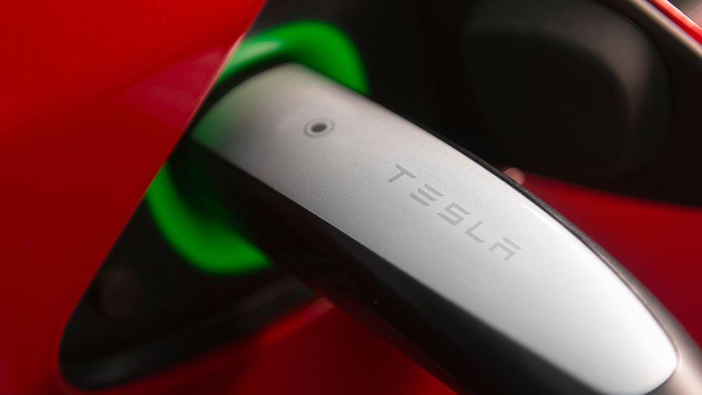 Akt nenávisti vůči elektromobilům zachytilo samo auto