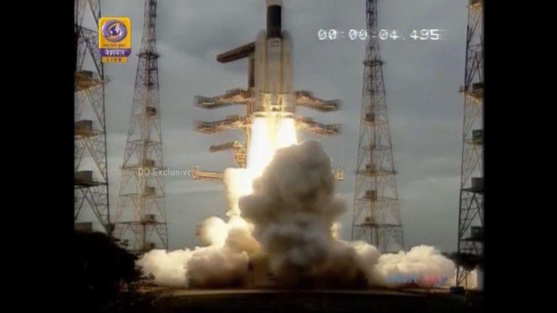 Indická sonda zkusí přistát na Měsíci, už je na oběžné dráze