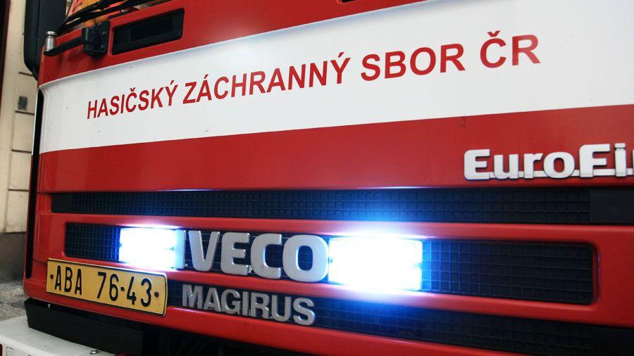 Z toalet v obchodním centru v Plzni vyběhl hořící muž