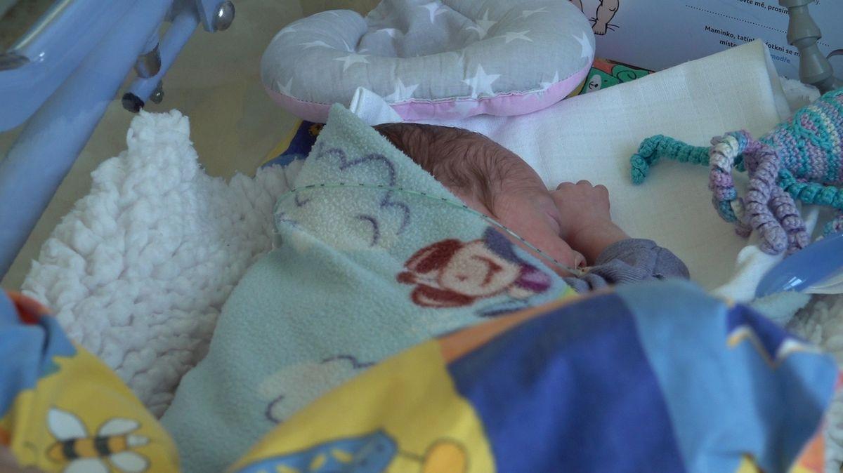 V italské nemocnici rodiče opustili chlapečka se vzácnou ichtyózou harlekýn