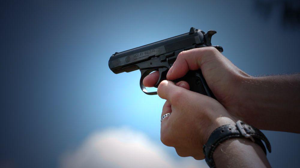 Právo bránit se se zbraní v ruce bude ústavně garantováno