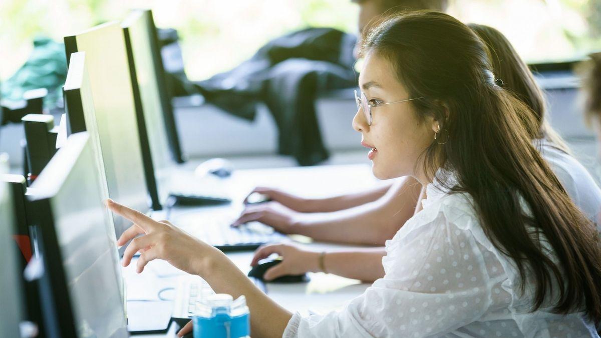 Na ČVUT probíhá letní škola informatiky. Jen pro středoškolačky