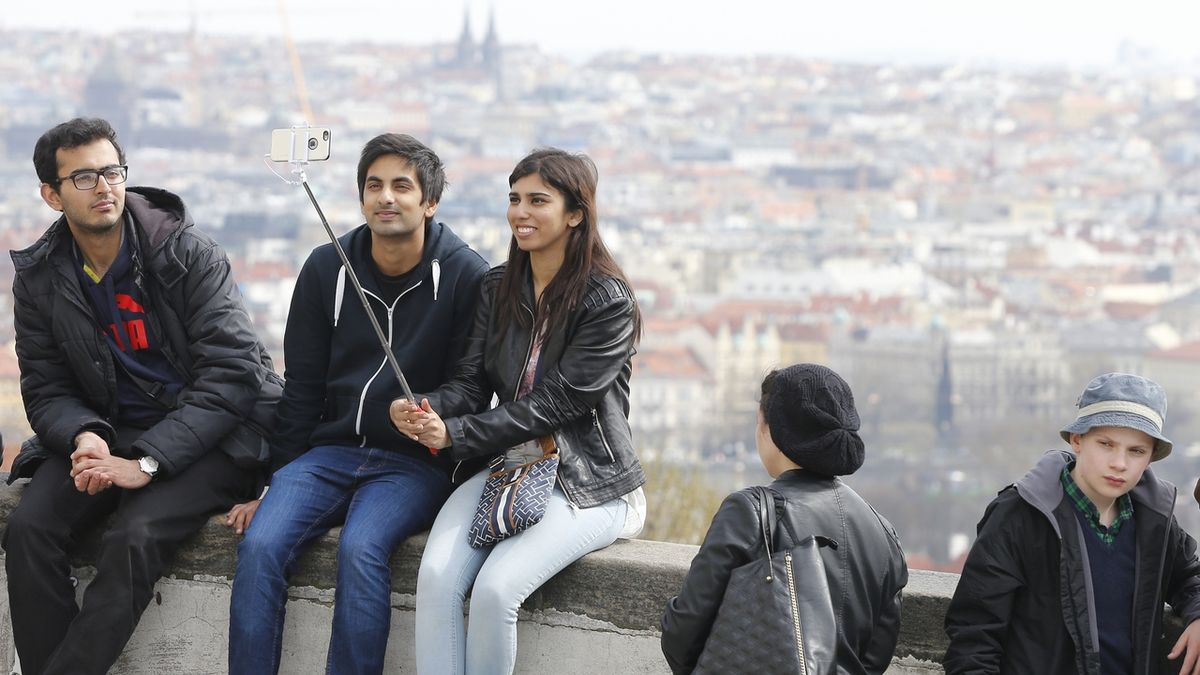 Konec deštníkářů? Poslanci chtějí regulovat průvodcovské služby pro turisty