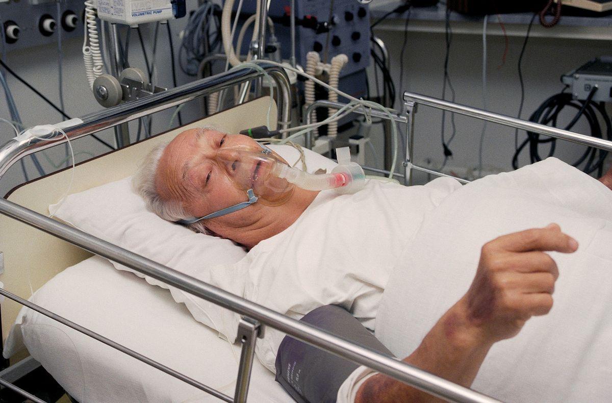 V pražské nemocnici Na Homolce se jeho stav na chvíli zlepšil.