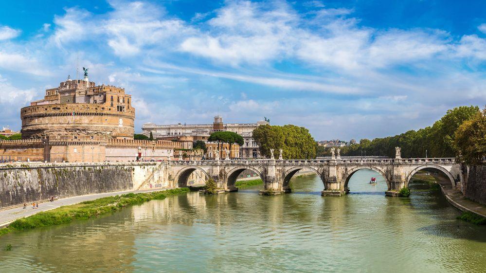 Dvoje špagety, ryba a voda. Turistům v Římě přistál účet na 11 tisíc korun