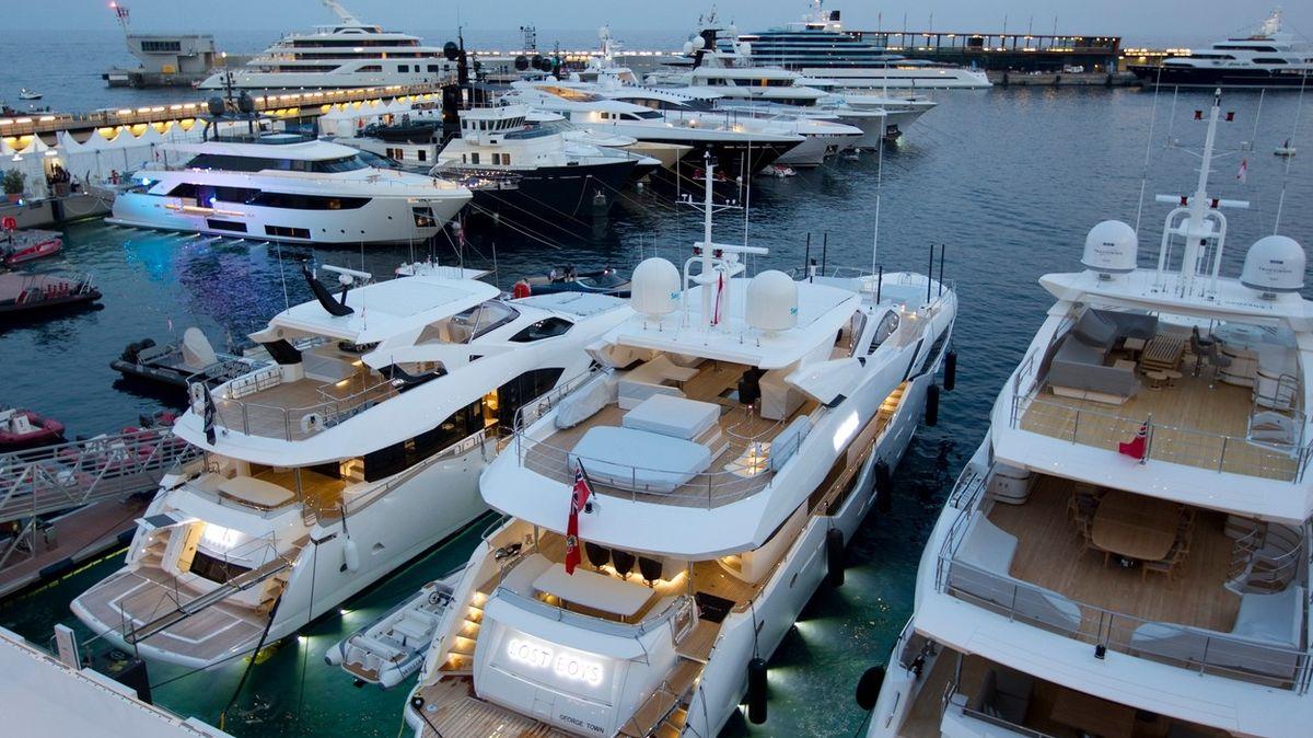 Jachta s vlastní vinárnou a vodopádem má punc naprostého luxusu