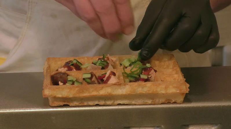 Michelinský šéfkuchař bortí představy o tradiční pochoutce