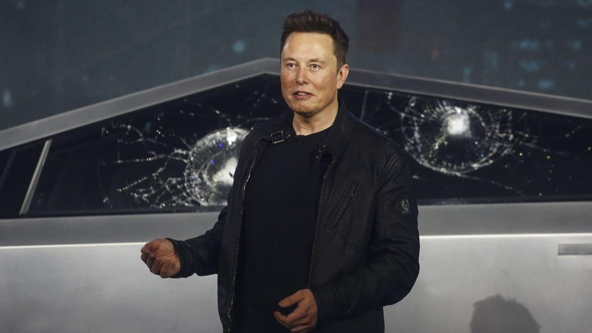Musk za den zchudl o 18 miliard. Při ukázce rozbili skla Cybertrucku