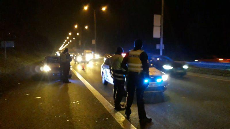 Zásahovka dopadla nebezpečné muže, kteří prchali ve fordu