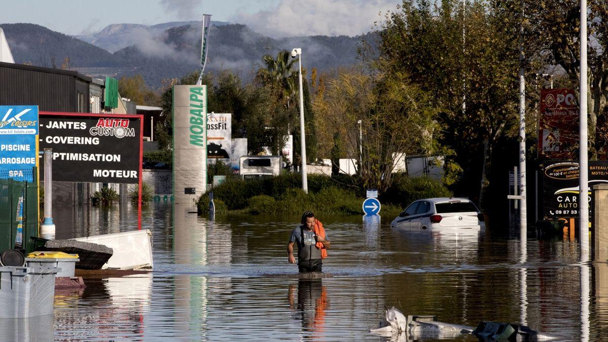 Záplavy ve Francii mají šest obětí, včetně tří záchranářů
