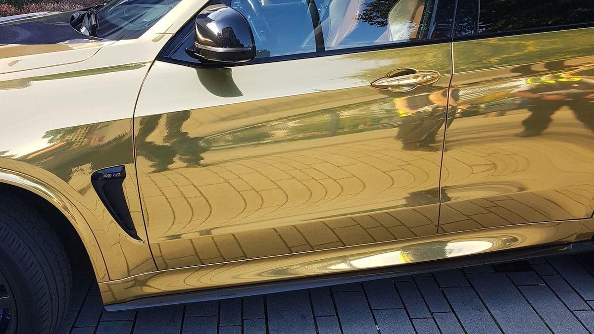 Německá policie zabavila auto, protože se moc blýskalo