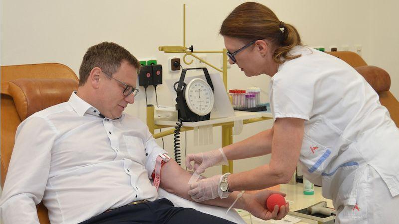 """První dárci krve """"pokřtili"""" nové odběrové místo ve Fakultní nemocnici usv. Anny vBrně"""