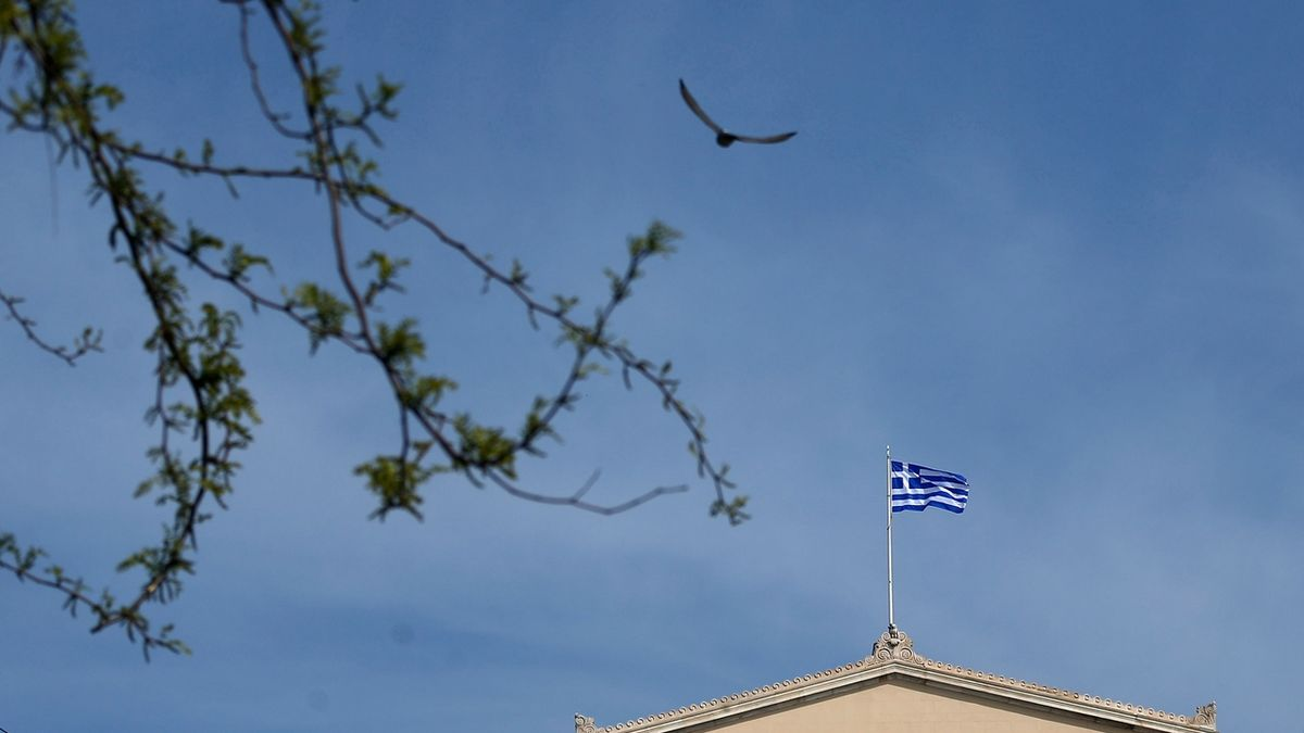 Už i Řecko prodalo dluhopis se záporným výnosem