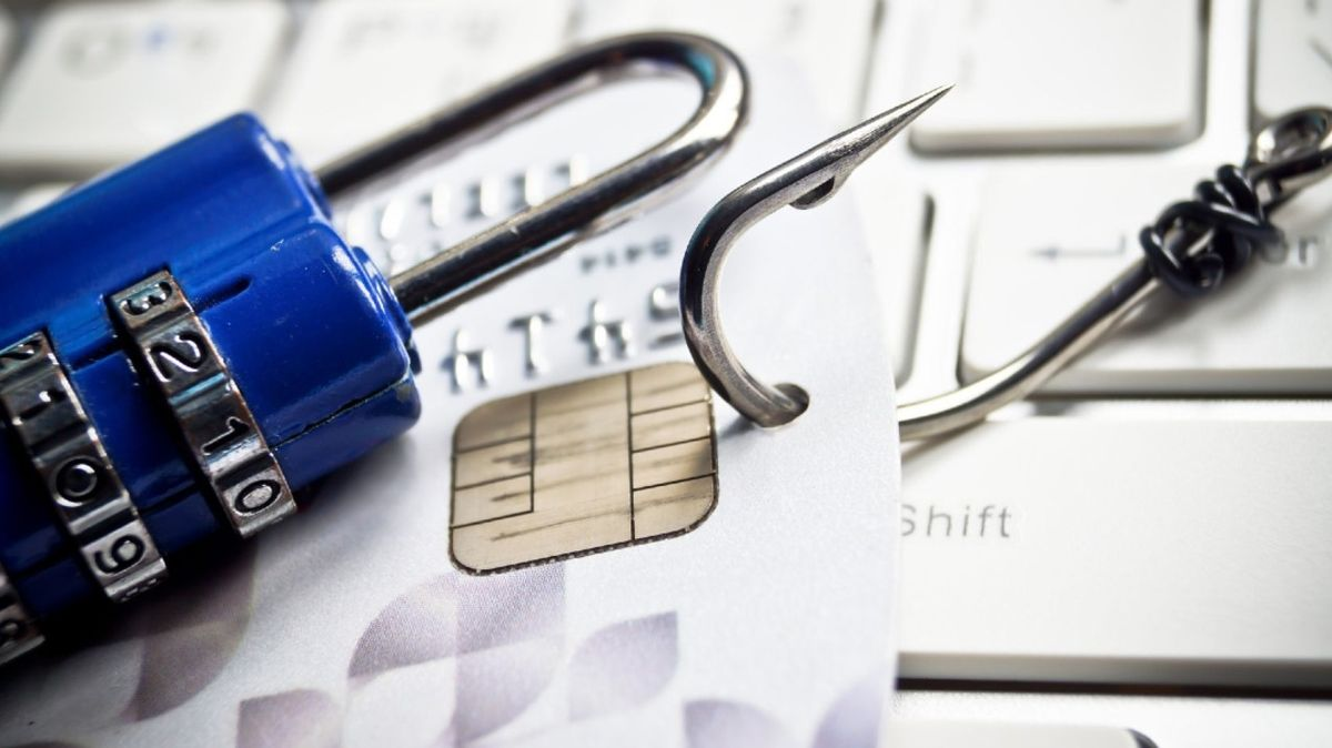 Phishing představuje jednu znejvětších hrozeb, útočníkům napomáhá neznalost uživatelů