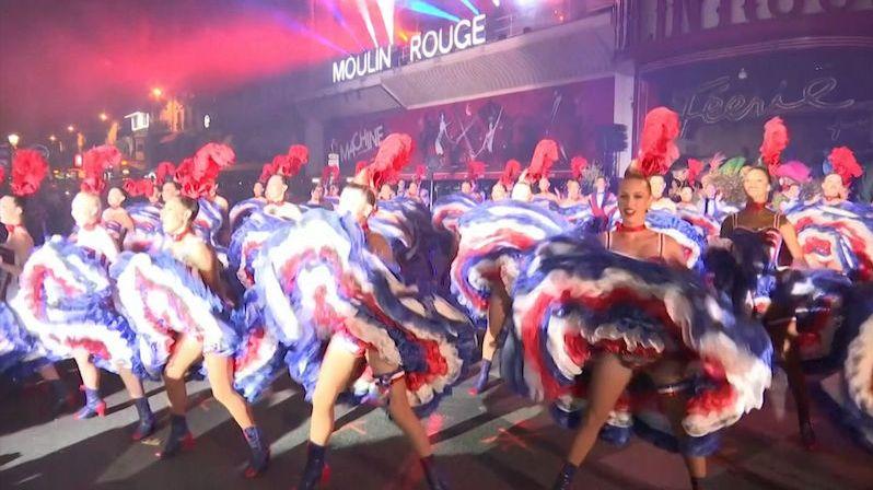 Divoké večírky i první striptýz. Moulin Rouge slaví 130. narozeniny