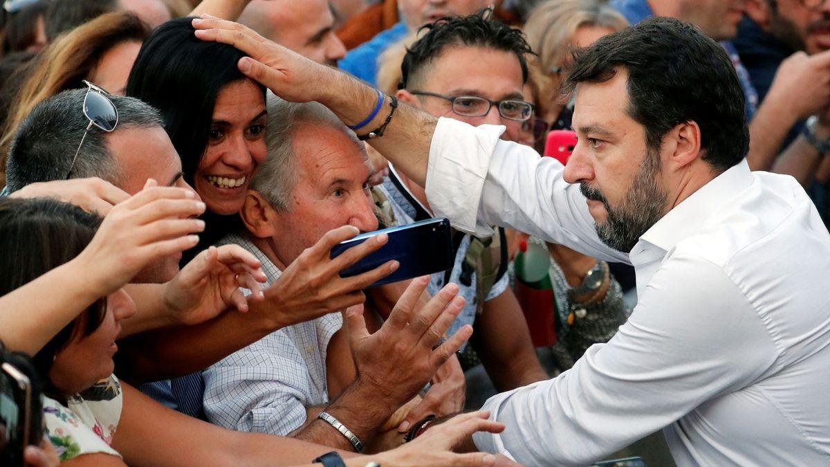 Salvini čelí vyšetřování kvůli blokádě lodi s migranty. Zasloužím spíš medaili, brání se