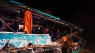 Havarovaný autobus u Nitry byl plný středoškoláků, náklaďák vezlkamení