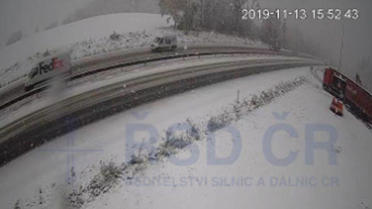 Části Česka pokryl mokrý těžký sníh, napadlo až 10 centimetrů