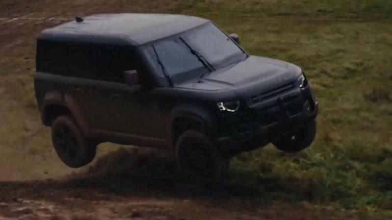 Land Rover Defender bude v nové bondovce pořádně řádit