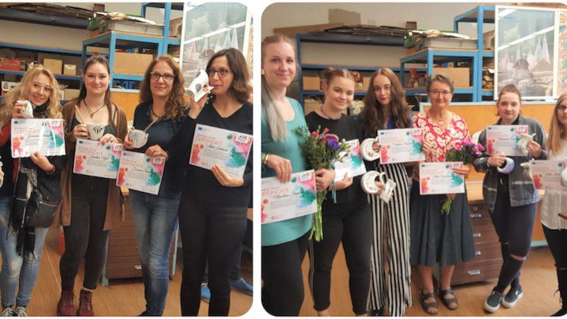 Karlovarská střední škola hostila workshop zaměřený na dekoraci lázeňských pohárků