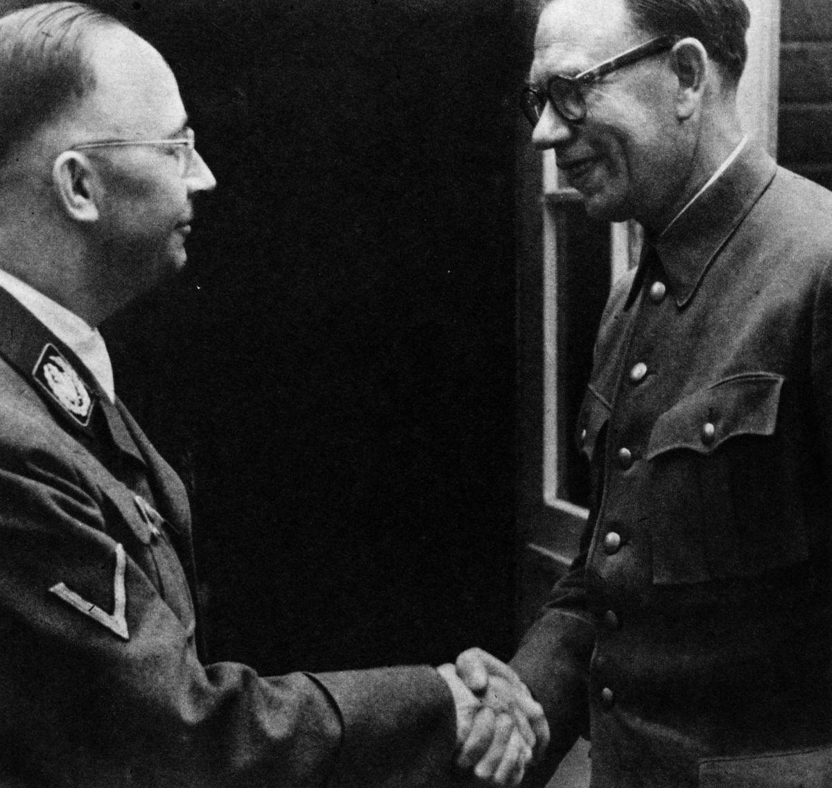 Andrej Vlasov (vpravo) s Heinrichem Himmlerem v roce 1944