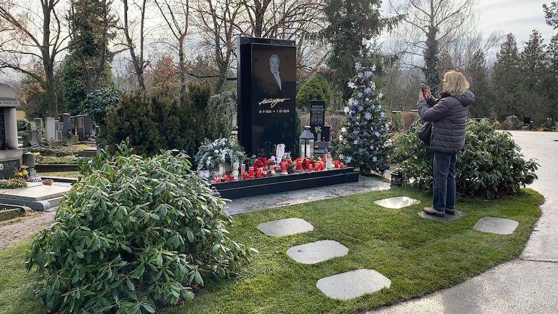 Gottovy ostatky už jsou pohřbené. Podívejte se, kam můžete přijít zapálit svíčku