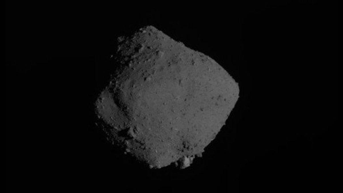 Japonská sonda opouští asteroid Ryugu a letí zpět k Zemi