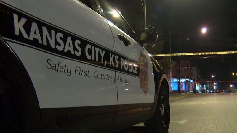 Čtyři lidé zemřeli při střelbě v Kansasu, pachatel je na útěku