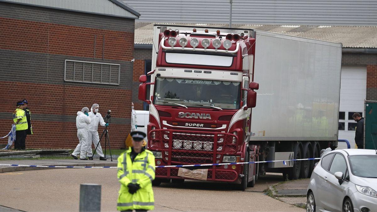 V Dublinu zatkli muže ve spojitosti s úmrtím 39 lidí v kamionu